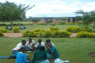 2014 - HS School, compound, enjoying lunch